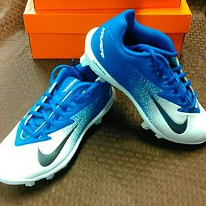 Nike Shoes - Boys baseball cleats